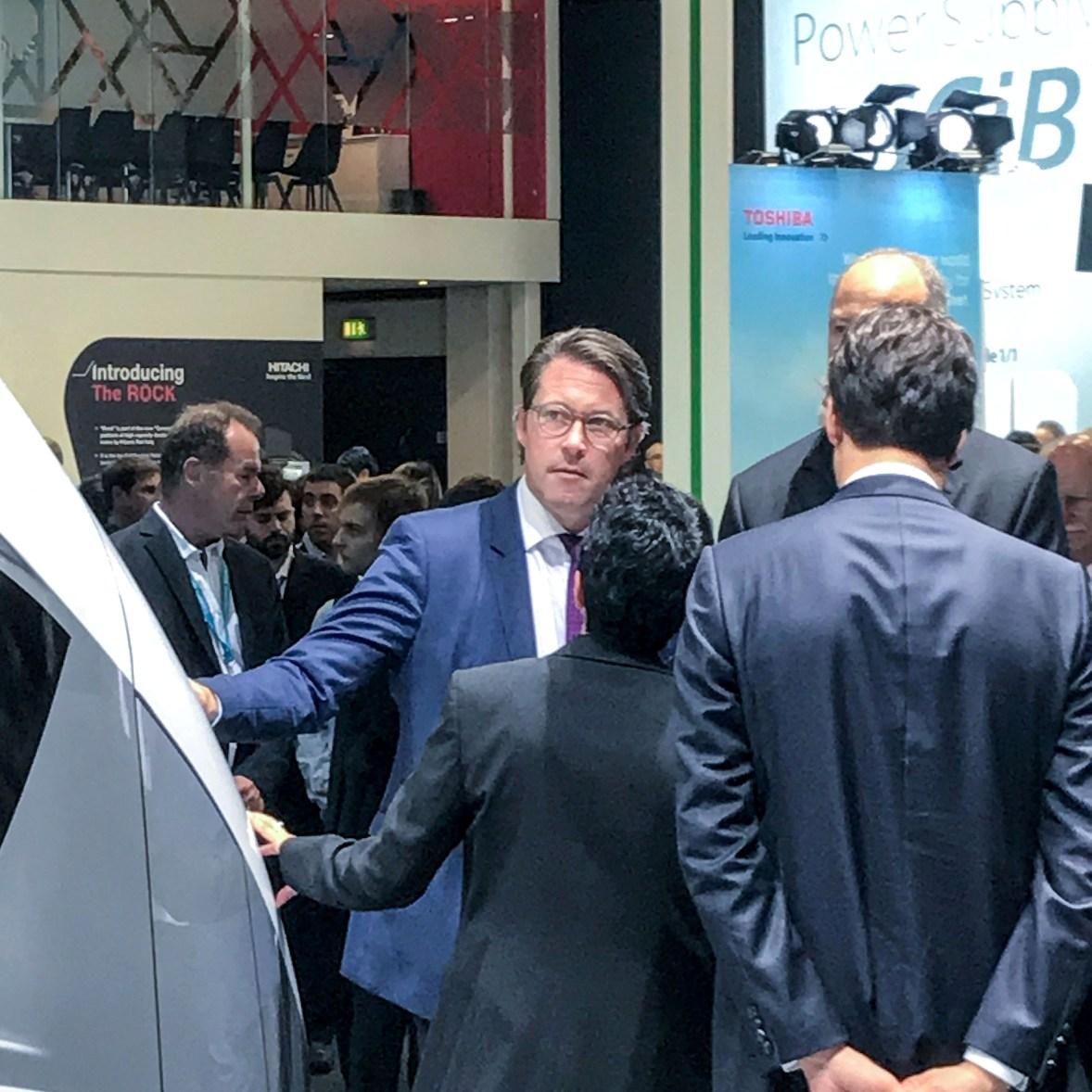 (Foto: hl-studios, Erlangen): Verkehrsminister Scheuer besucht Siemens auf der InnoTrans18, Berlin