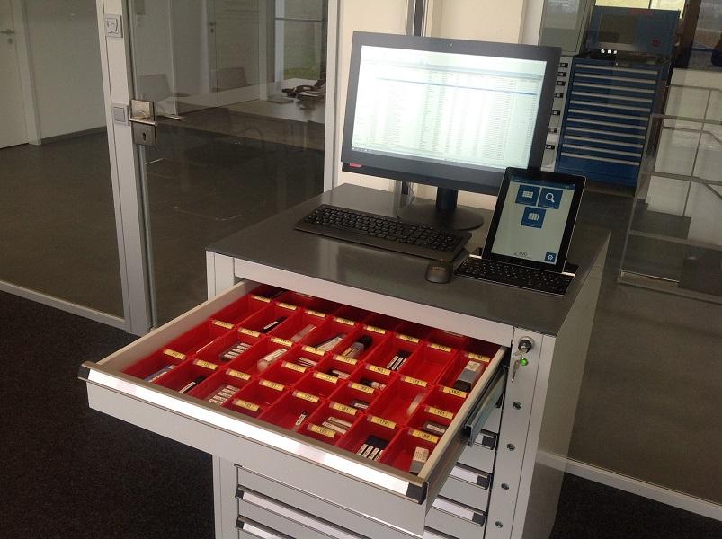 Smarte Werkzeugschränke können mit Smartphone und Tablet geöffnet werden.
