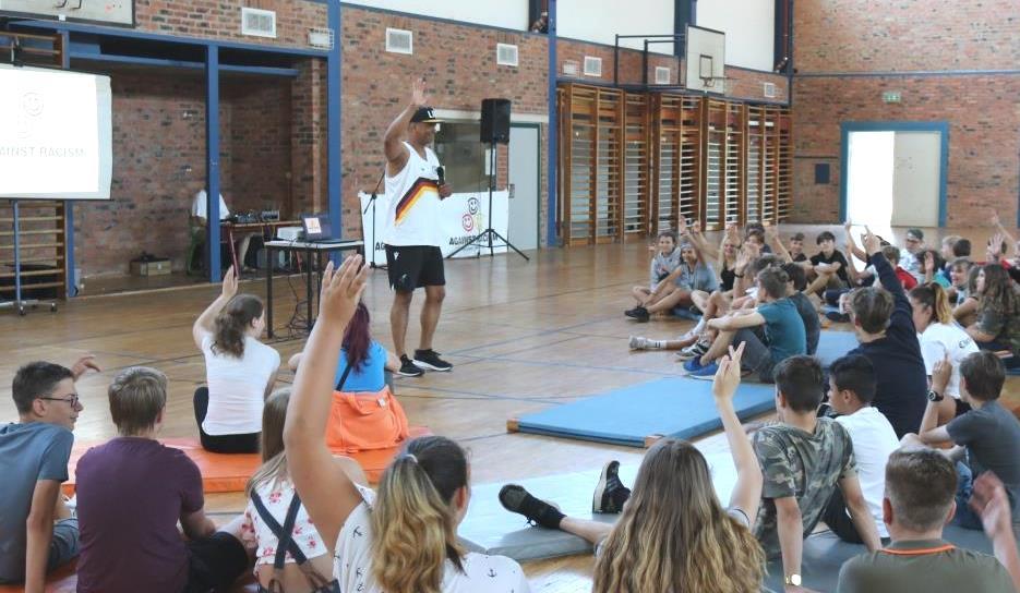 Martin Rietsch aka 2schneidig engagiert mit Schulprojekten gegen Rassismus