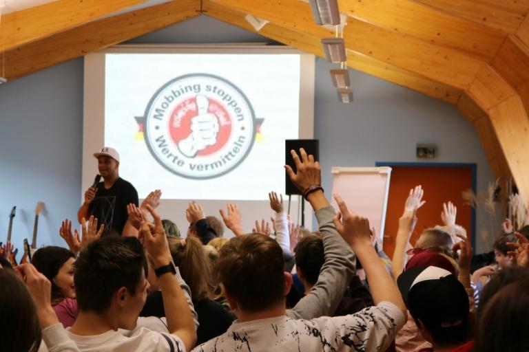 2schneidig@school: Projekt mit Martin Rietsch gegen Mobbing und Rassismus