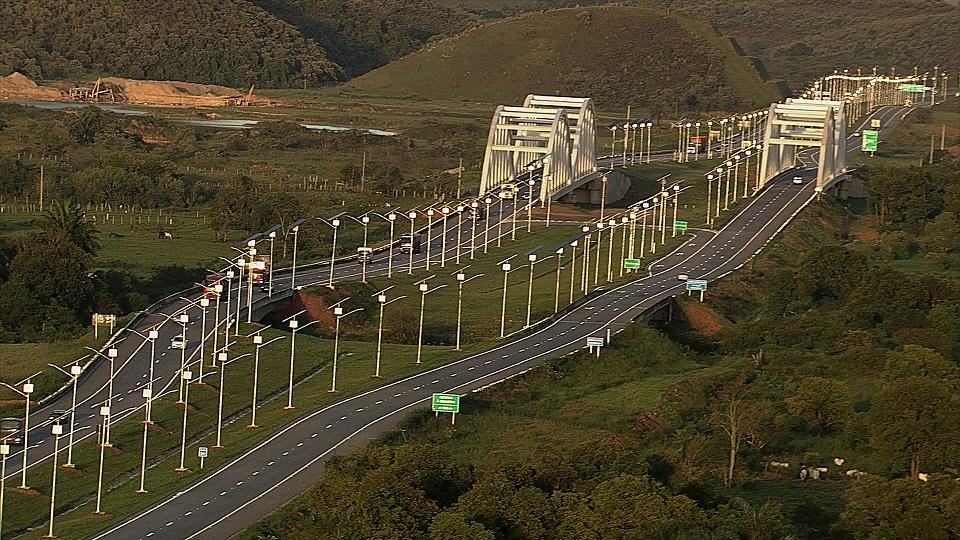Kyocera realisiert Brasiliens größtes, für eine Autobahn konzipiertes Solarprojekt auf dem Arco Metropolitano do Rio de Janeiro, einer Autobahn, die die fünf wichtigsten Schnellstraßen durch Rio de Janeiro miteinander verbindet.