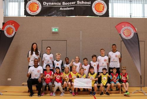 Martin Rietsch spendet mit der Dynamic Soccer School zugunsten des verunglückten Hakan Bicici
