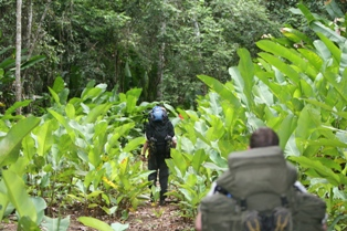 Beim Ausflug in den Dschungel Guyanas zählt jedes Kilo Gepäck. Foto: Jan Craddock