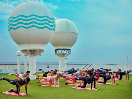 Soft-Tennis gehört zum neuen Sportangebot von Pullmantur Cruises