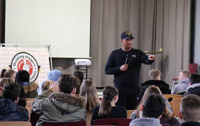 Interaktive Projekttage mit Antimobbing-Coach Martin Rietsch aka 2schneidig
