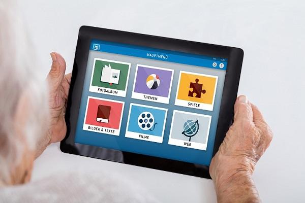 Die Benutzeroberfläche des Senioren-Tablets von Media4Care