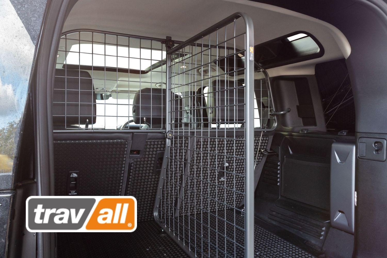 Hunde werden mit Travall-Trenngittern effektiv im Land Rover Defender gesichert. © Travall.© Travall