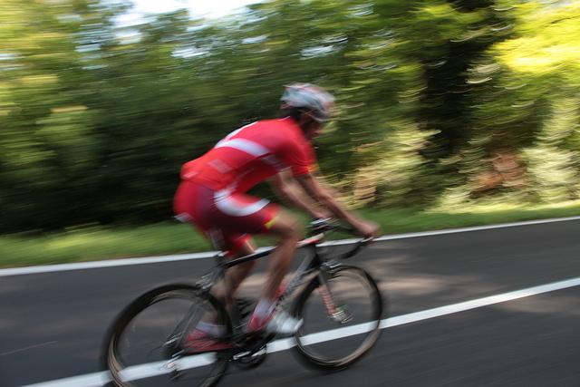 Die grüne Hügellandschaft ist ideal für Radtouren